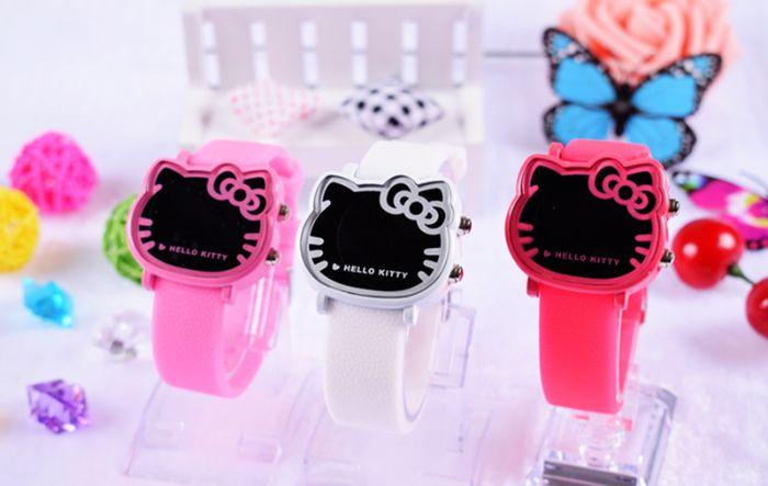 Đồng hồ kitty cho bé gái ngoài làm phụ kiện đeo tay cũng cần được trang bị những tính năng hiện đại